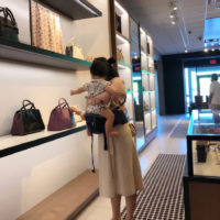 Bring baby to mall with hipseat carrier